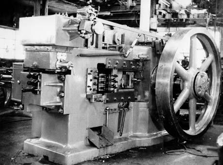 1955年国産ボルトフォーマー第1号